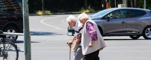 starostnik, starejsi gospe, prehod za pesce