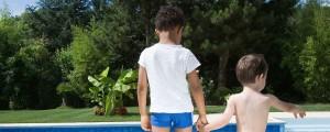 Otroci na bazenu