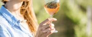 belo vino, kozarec, ženska