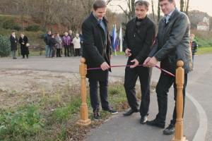 FOTO: Pločnik bo izboljšal prometno varnost in povezal kraj