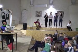 VIDEO: Dijaki ŠC Novo mesto z mačkom Murijem navdušili