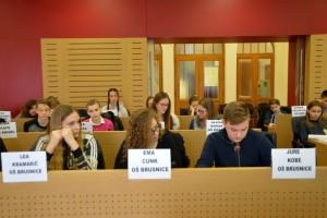 FOTO: Tokratni otroški občinski parlament na temo šolstva