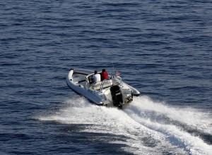 V Umagu je Slovenec z motornim čolnom hudo poškodoval rojaka