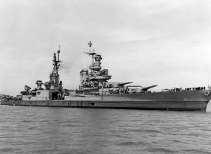 Našli ostanke ameriške ladje, ki je prevažala atomsko bombo, posadko pa so požrli morski psi