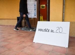 Volilna udeležba ena najnižjih v zgodovini: bo v drugem krogu padel rekord?