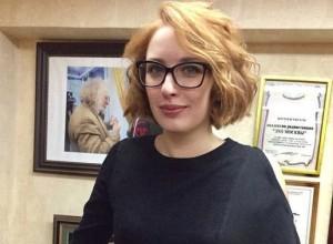 V Moskvi moški vkorakal v radijsko postajo in zabodel novinarko
