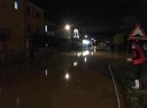 VIDEO: Narasle vode razdejale Izolo: ulice pod vodo, poplavljene stavbe plazovi in celo požar