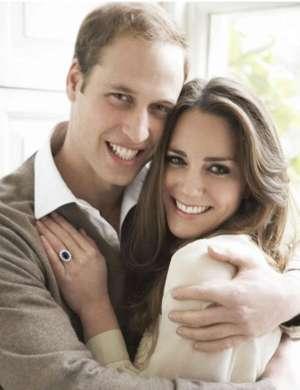 Znamenito uradno fotografijo, ki je nastala po zaroki princa Williama in Kate, je posnel Mario Testino.