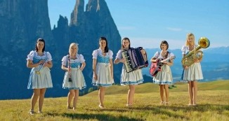 Kvintet slovenskih deklet