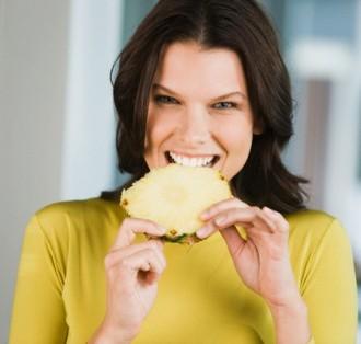 So vas že kdaj ob grizljanju ananasa pekle ustnice?
