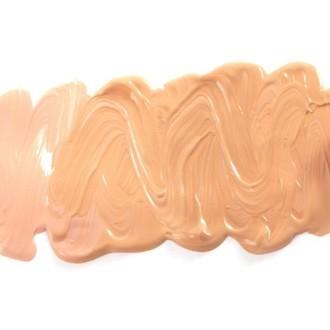 Izbira prave kremne podlage za vaš tip kože je ključnega pomena.