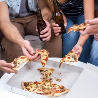 Vprašanje je pomembnejše, kot se morda zdi, saj strokovnjaki alkohol vse bolj povezujejo z debelostjo in drugimi zdravstvenimi težavami.