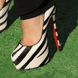 Čevlji Alicie Keys od blizu.