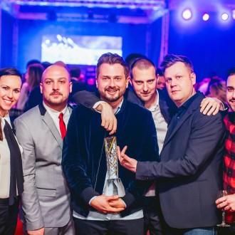 Ekipa filma Pr'Hostar z nagrado žaromet za najboljšo filmsko zgodbo leta 2016.