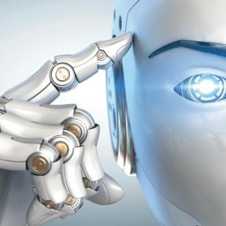 """Znanost seveda ne razvija samo strojev, ki delujejo povezano in samodejno, temveč izdatno posega tudi v telo, ne le s čipi in spodbujevalniki, ampak tudi z """"zunanjimi enotami."""""""