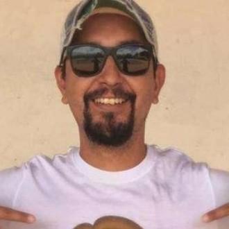 Tuji mediji poročajo o streljanju, v katerem je življenje izgubil Carlos Muñoz Portal.