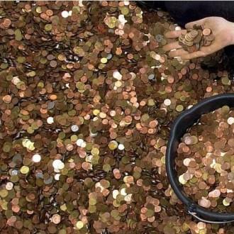 V več kot 30 letih je zbral 2,5 tone kovancev.