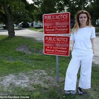 Novinarka Stacey Dooley je naredila prispevek o vasi.