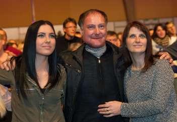 Tomaž Ahačič s hčerko in ženo.