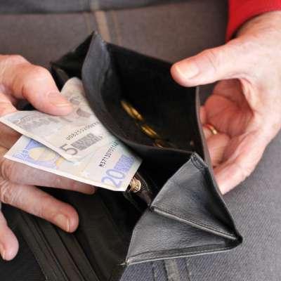upokojenka, upokojenci, starejši, denar, pokojnina