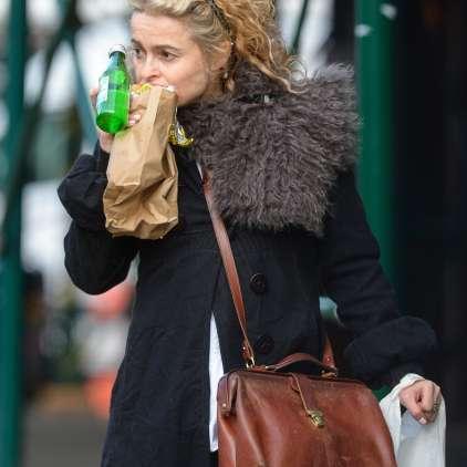 FOTO: Helena po mestu s sendvičem in brez ličil