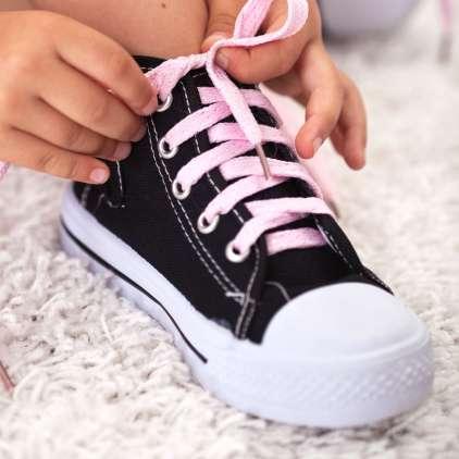 Napačni čevlji zavrejo rast otrokovega stopala