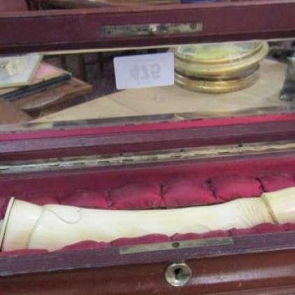 Viktorijanski dildo prevzel obiskovalce dražbe