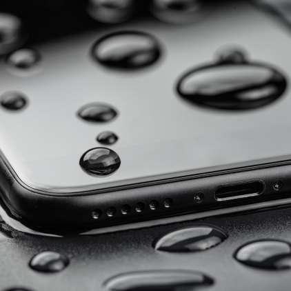 Je telefon padel v vodo? Brez panike