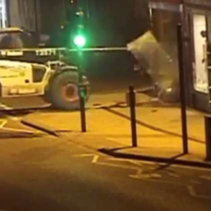VIDEO: Bankomata so se lotili kar z viličarjem