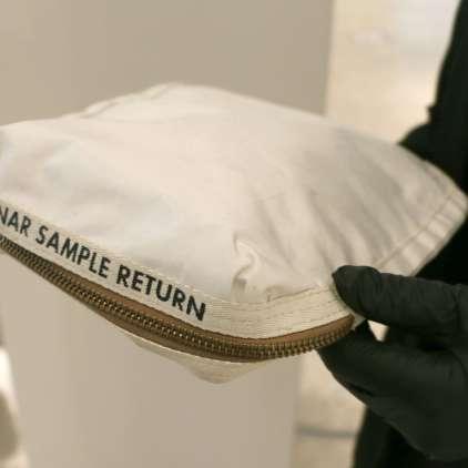 FOTO: Za to torbo iztržili 1,8 milijona dolarjev