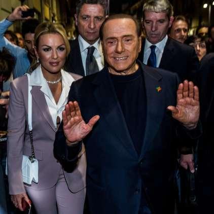 Živahni Berlusconi ženi vzel milijone