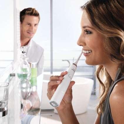Z električno zobno ščetko do čistejših, bolj zdravih in bolj belih zob