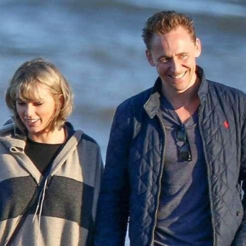 taylor-swift-tom-hiddleston-walk-beach-with-mom-7