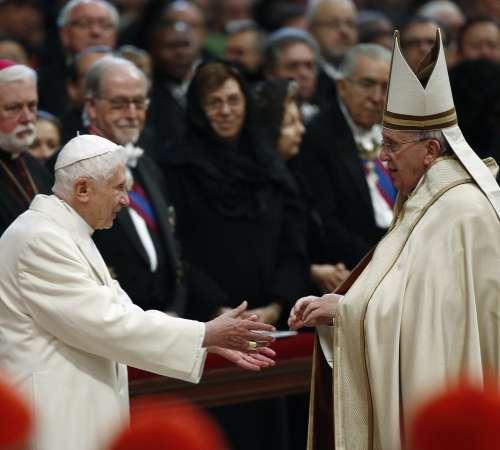 Šepetalec papežu na soncu?