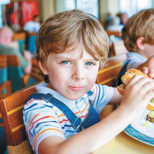 Mar naši otroci res jedo smeti?