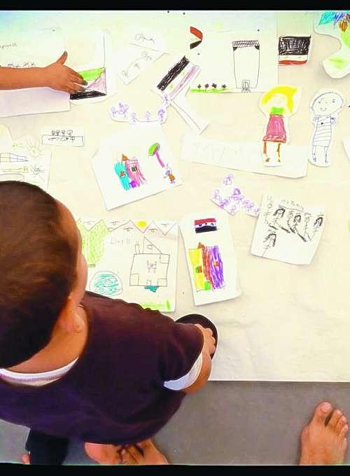 Begunski otroci se predstavljajo z risanko