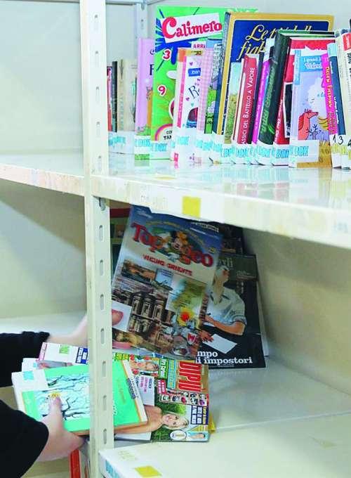 Mini knjižnice za pomoč avtistom