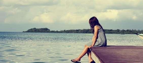 dekle pomol morje