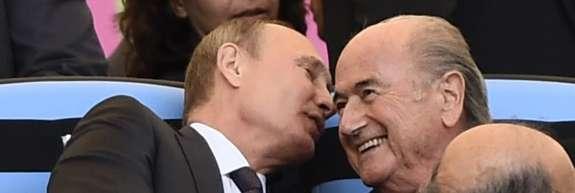 Fifa je Blatterja izgnala iz nogometa, prijatelj Putin pa ga bo gostil na SP v Rusiji