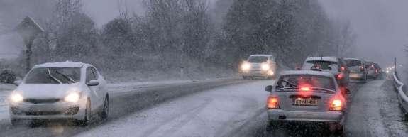 Vreme: Po nižinah v notranjosti bo večinoma snežilo
