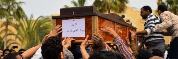 V napadu na avtobus s koptskimi kristjani v Egiptu najmanj 20 mrtvih