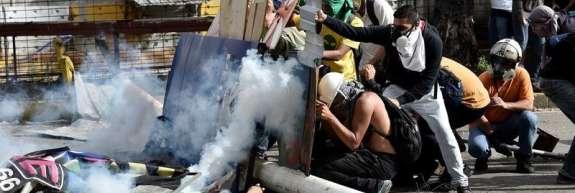 """Opozicija """"bolestnega oblastnika"""" Maduro obtožuje za smrti protestnikov"""