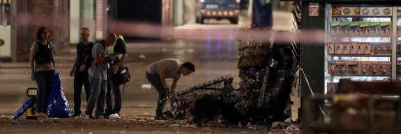 Barcelonski morilec s kombijem je morda še vedno na begu; IS se hvali z napadom v Cambrilsu