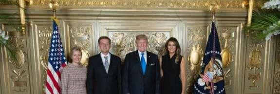 Cerarju je uspelo: končno se je slikal z Melanio in Trumpom