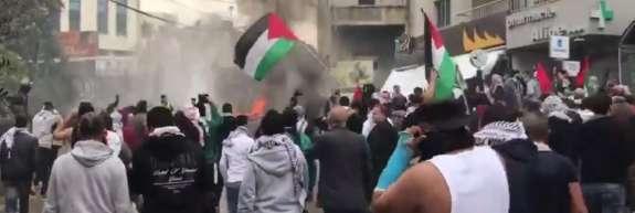 (VIDEO) Drama v Libanonu: V Bejrutu napadli ameriško veleposlaništvo