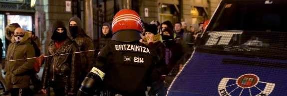 V pretepu ruskih in baskovskih navijačev v Bilbau  je policista zadela kap