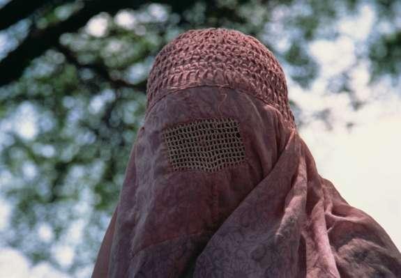 Avstrija bo nošnjo burke, nikaba ali maske kaznovala s 150 evri