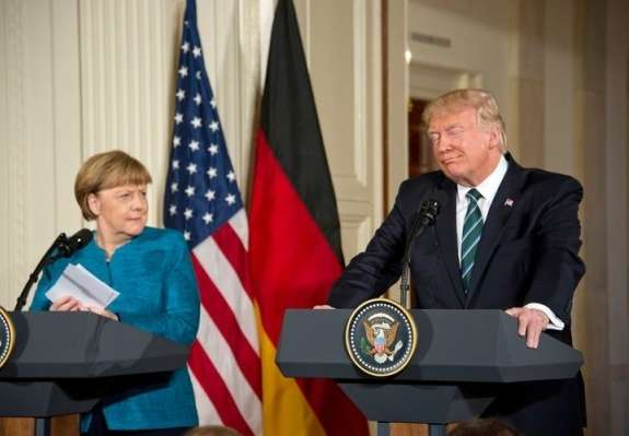 Spiegel: Trump se je pritoževal: Nemci so slabi, zelo slabi