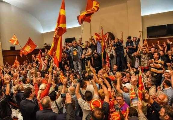 Kaj se v resnici dogaja v Makedoniji? V ozadju politične krize je George Soros!