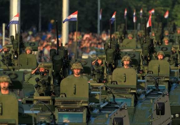 Obveščevalci o arbitraži: Hrvaška vojska v povečani bojni pripravljenosti